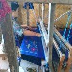 Batik tenun demonstration