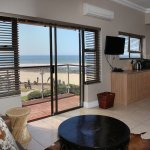 Foto de On the Beach Guesthouse, B&B, Suites