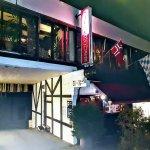 Pampas Steakhouse i Hønefoss, ligger i andre etasje i en sidefløy til Søndre torv 4. Inngang fra