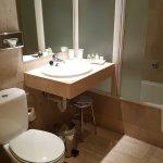il bagno: tenuto abbastanza bene, anche se il paradoccia lasciava venire un po' d'acqua fuori