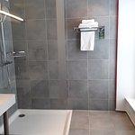 Salle de bain - chambre standard n° 205