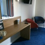 Room 117 - TV, chairs, desk, kettle + tea/coffee