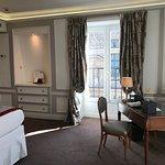 Room 515 - top corner room, Eiffel Tower view