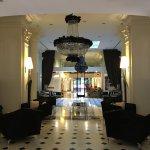 Photo de Leon's Place Hotel