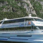 El Catamarán que realiza la excursión a Puerto Blest