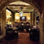 Restaurant baigné d'une atmosphère chaleureuse et conviviale.
