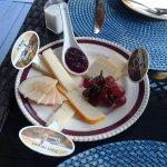 Petit déjeuner quatre services : N2 plateau de fromage de l'abbaye Saint Benoît du lac