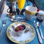 Pet it déjeuner quatre services:N1 compote fraises et pommes avec mini muffins tout fait maison