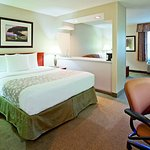 Photo de La Quinta Inn & Suites Appleton College Avenue