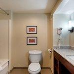 Photo de Comfort Inn & Suites Sacramento University Area