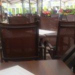 Stoliki na zewnątrz