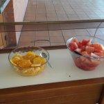 Esta era toda la sección de fruta del primer dia (luego redujeron a un solo cuenco de macedonia