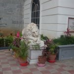 Drowsy lion's statue outside the Salar Jung Museum
