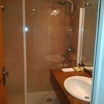 SdB avec douche et wc