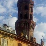 La torre che sovrasta il portico