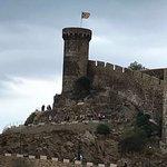 До древней крепости 15 минут пешком.