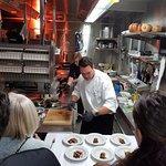 Küchenchef David Krüger in Action beim Genuss Hoch 12 Anlass