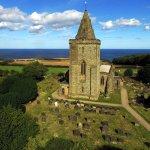 Foto de Church of St Oswald & Viking Grave Stones