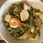 Green fettuccine with shrimp, scallops and artichokes