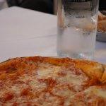 Pizza y agua fresca