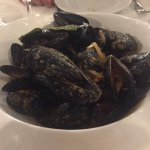 mussels with onion tomate and white wine