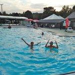 2 piscines dont une en L extérieure.