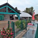 La Pizzeria avec un petit restaurant près de la piscine ouverte jusqu'à 20h env.