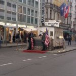 "i ""finti militari"" a Checkpoint Charlie"