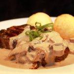 Jailhouse grill steak with creamy mushroom