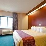 Foto de Red Roof Inn & Suites California, MD - NAVAIR