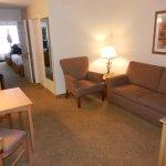 (2) Queen Suite Living Area