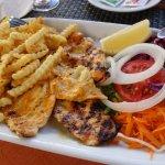 frango, fritas e salada