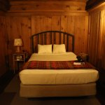 Queen bed without bathroom