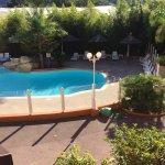 Belle piscine juste devant notre studio. Très agréable pour résider quelques jours en famille
