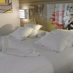 Cama de dos metros, el colchón y las almohadas comodísimas