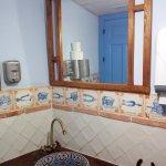 Baño de Caballeros, detalle. Limpio y bien decorado