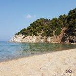 La parte destra della spiaggia