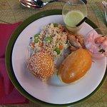 """Buffet """"entrée"""" : mini burger, mini sandwich, verrines, salades et jus"""
