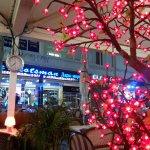 вечерняя подсветка в ресторане