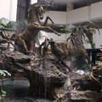 Escultura en la fuente del looby