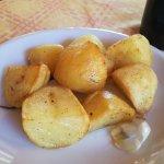 Patate arrosto al rosmarino e aglio.