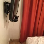 Cramped room, poor (and unsightly) TV installation doesn't help