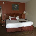 Photo de Baymont Inn & Suites Warren MI