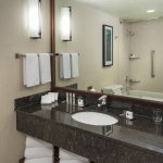 Foto de Doubletree Suites by Hilton Hotel & Conference Center Chicago / Downers Grove