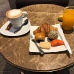 I like bakery & coffee at Napa Lounge Bumrungrad Hospital.It tastes awesome , fresh & quality. K