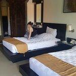 1st floor, Deluxe room (Rm 323), Twin beds