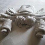 Crab towel arrangement