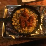 Mac and cheese with boneless wings