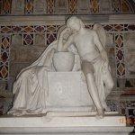 statua in marmo all'interno