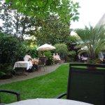 Le restaurant dans le jardin
